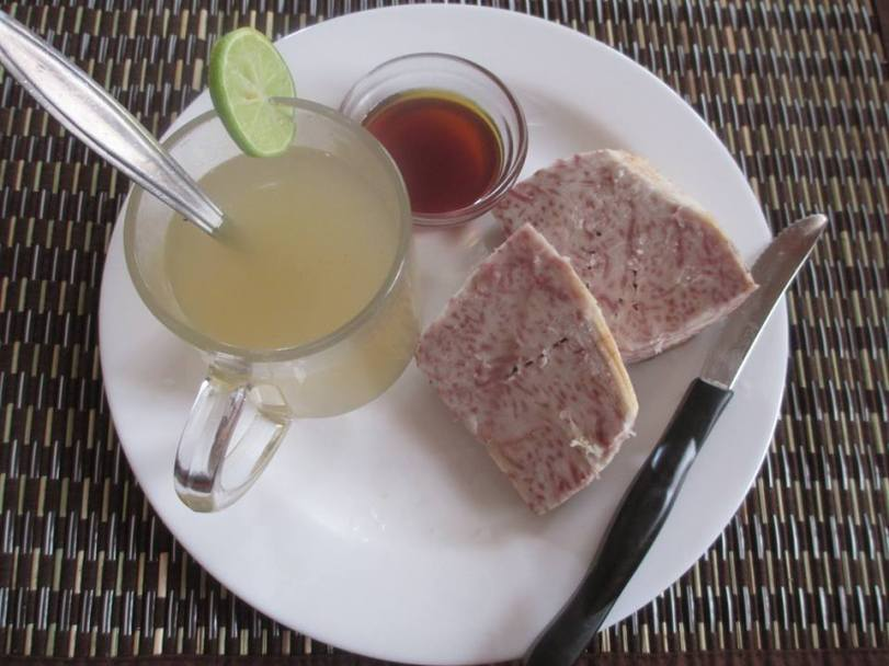Ginger tea with steamed arrowroot